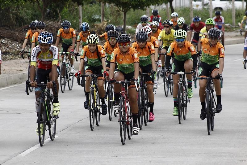 Las calles de Valledupar se han transformado en el mejor escenario para la práctica del ciclismo de ruta.  Foto: Joaquín Ramírez