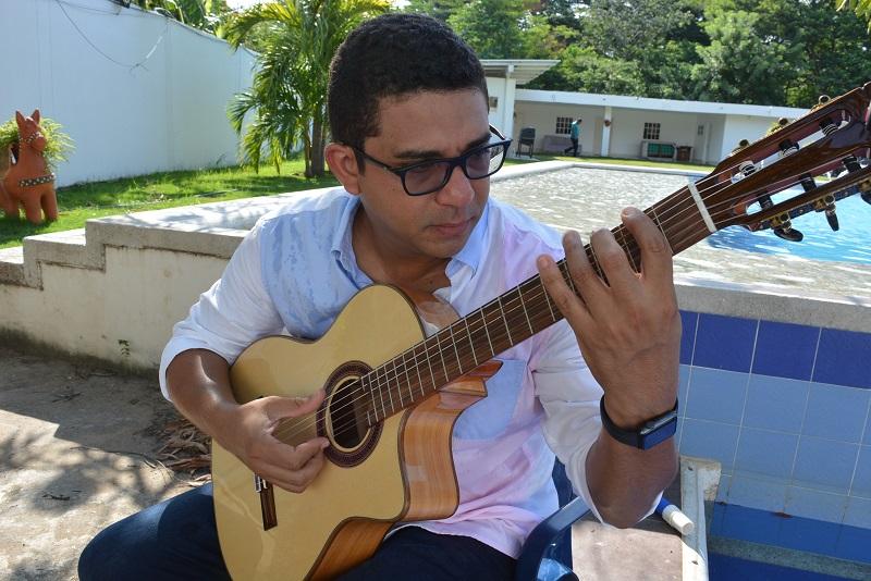 El hijo menor del desaparecido compositor Hernando Marín, Juan Pablo Marín Álvarez, lucha por conservar el legado de su padre.   FOTO: SERGIO MCGREEN