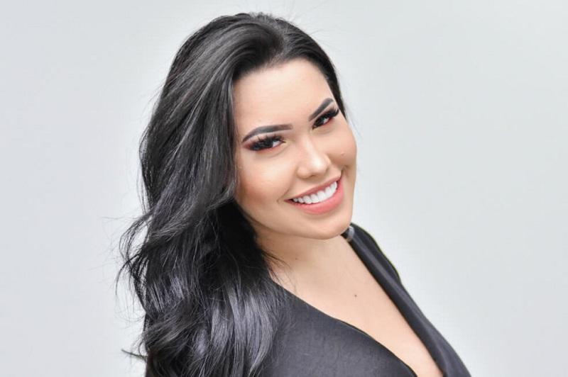 Ana del Castillo.  CORTESÍA