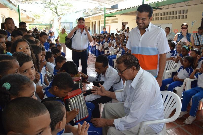 Los estudiantes de cinco corregimientos y la ciudad de Valledupar se beneficiarán con esta iniciativa.  FOTO: Joaquín Ramírez