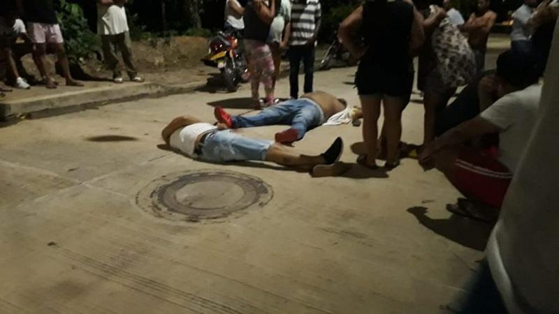 Los cuerpos sin vida de las víctimas quedaron en plena vía pública.   Foto: Judicial