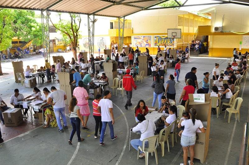 En los diferentes puestos de votación de la capital del Cesar estuvo presente EL PILÓN.   Foto: Joaquìn Ramírez.