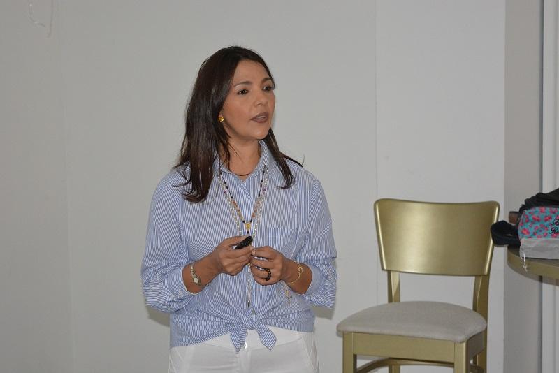 La psicóloga y coach Flor Angelis Rangel recomienda fortalecer la vida personal y el ser para mejorar la cotidianidad.  FOTO: SERGIO MCGREEN.