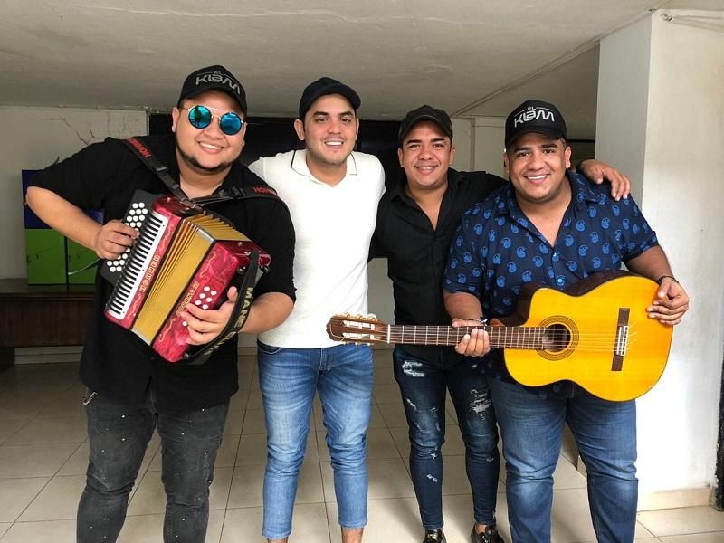 'El Klam Music está conformada por el bajista Elkin Medina; el guacharaquero Edwin Medina, el acordeonero Mane Elías y su voz líder es Gilberto 'Pupy' Castillo.   FOTO: SUMINISTRADA