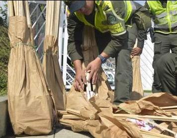 Los policías decomisaron más de 250 voladores.