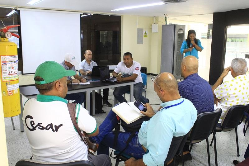 Los presidentes de las ligas del Cesar acudieron a la cita con el nuevo secretario de deportes del departamento.   FOTO/JOAQUÍN RAMÍREZ.