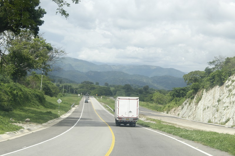 Vía Bosconia-Valledupar.   FOTO/ JOAQUÍN RAMÍREZ.