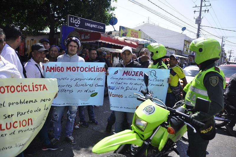 Esta campaña que lideran cuatro asociaciones de motocilistas será trasladada a varias zonas de la ciudad.  FOTO/JOAQUÍN RAMÍREZ.