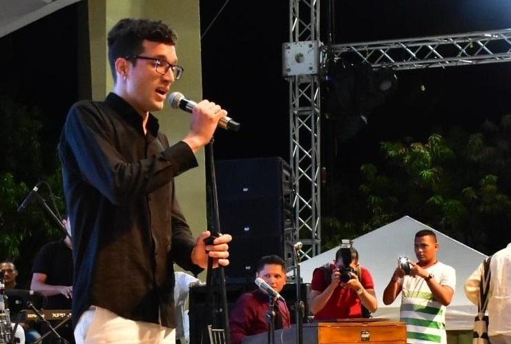 De acuerdo con Ernesto Angulo Quintero desde la infancia se sintió atraído por la música clásica y su valor cultural que contribuye a la unión de las personas por medio del arte.