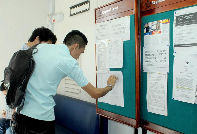 Los jóvenes necesitan mayor preparación académica para obtener mejores puestos de trabajo.  Imagen de archivo.