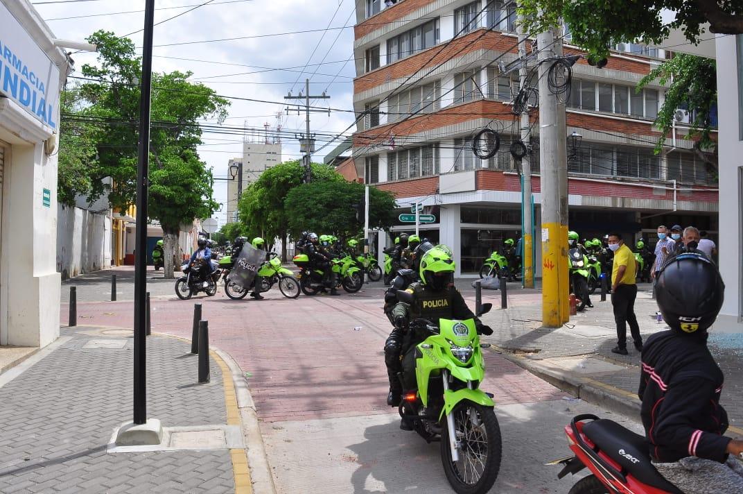 Policía durante jornada de protesta. Foto: Joaquín Ramírez.