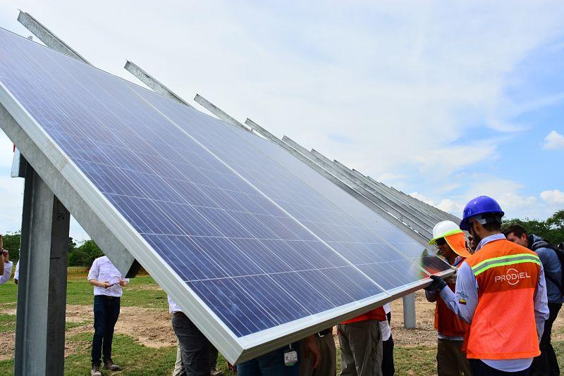 En el municipio de La Paz, por un valor de $10.455 millones, se implementará y ejecutará  un sistema de energía alternativa fotovoltaica.