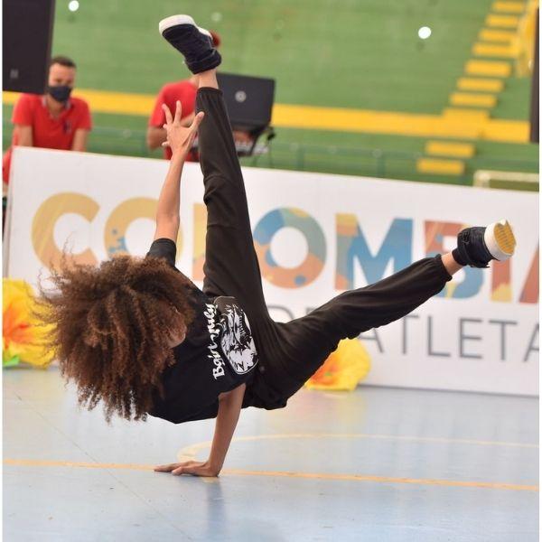 Los bailadores mostraron sus mejores pasos en el Coliseo Cubierto Julio Monsalvo Castilla.
