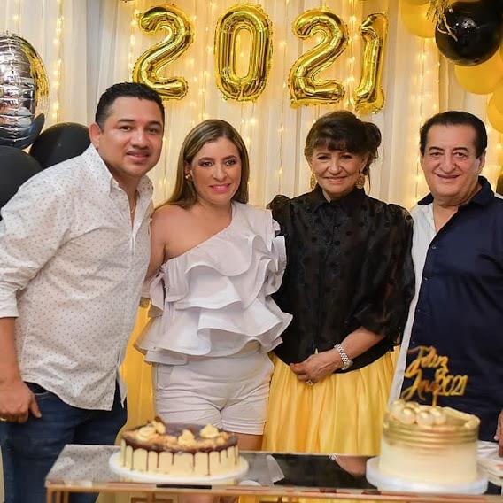 Delfina Inés y su padre Jorge Oñate durante la celebración de Fin de Año el 31 de diciembre de 2020.    FOTO: CORTESÍA.