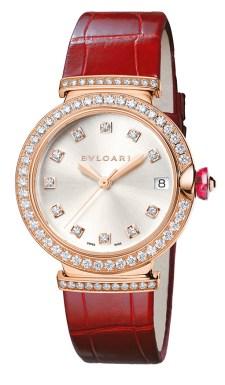 RELOJ BVLGARI BY CHRONOS. Ostenta una caja de 33 mm en oro rosa de 18 quilatescon diamantes talla brillante engastados con movimiento mecánico de carga automática. Su corona en oro rosa de 18quilatescon cabujón de gema rosa y diamante engastados tampoco pasa inadvertida.