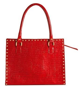Cartera diseñada en cuero color granate con división interna, Helena $2.800.