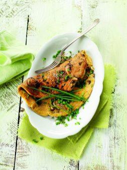 Vegetarisches Pilzomelett mit Schnittlauch