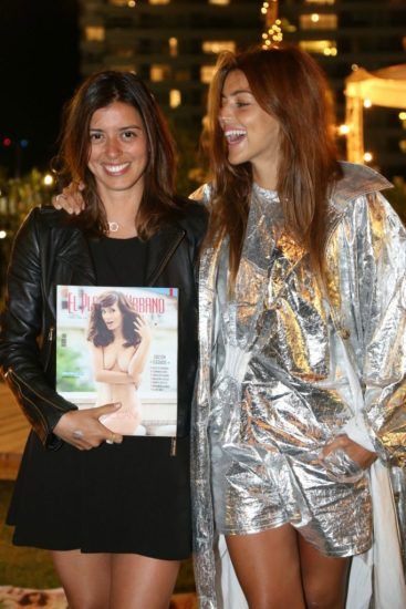 Las hermanas Rivero -Marou y Calu-, junto a la última edición que lanzó El Planeta Urbano, en diciembre último.