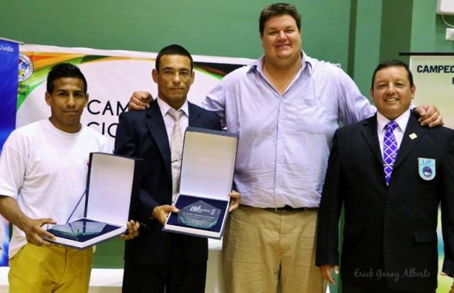 Juan Postigos (atleta), Franco Vidaurrazaga (entrenador) y Rafael Rodríguez (juez) fueron reconocidos por la Federación Peruana de Judo.