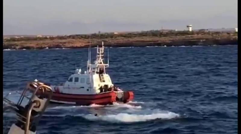 Más de 100 muertos al volcar una nave frente a Libia, según Alarm Phone