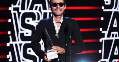 Marc Anthony recibe premio a Trayectoria de Excelencia y se lo dedica a José José