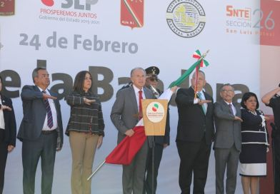 JM Carreras encabeza ceremonia del día de la Bandera