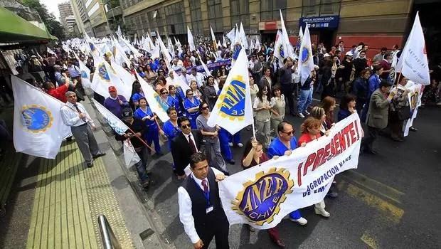 Movilización de los trabajadores públicos,  el gobierno se saca la careta