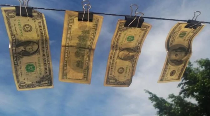 Piñera no es el único:  los ultra ricos ocultan el 25 por ciento de su riqueza en paraísos fiscales