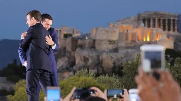 """Macron visita Grecia: la """"Izquierda Radical"""" de Tsipras le da la bienvenida al exbanquero devenido en presidente de Francia"""