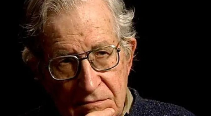 Entrevista a Noam Chomsky: destruyendo la democracia
