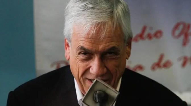 Acabar con las indemnizaciones y los sindicatos, el último ataque de Piñera y sus tiempos peores