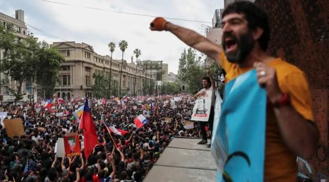 La rebelión continúa mientras dos millones de manifestantes exigen que se ponga fin al gobierno de Piñera