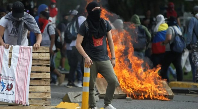 Se nos unen en Colombia: un gran Paro que sigue. Las calles dicen: ¡Duque, Fuera!