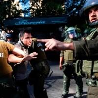 """Piñera en su hora final: Amnistía Internacional concluye que ha sostenido una """"política de castigo"""" contra manifestantes"""