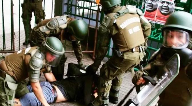 Carabineros tortura a manifestante en la Intendencia de Valparaíso