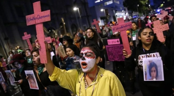 México: la ira feminista arrincona a López Obrador