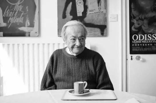 George Steiner: leer es estar dispuesto a recibir a un invitado en casa cuando cae la noche