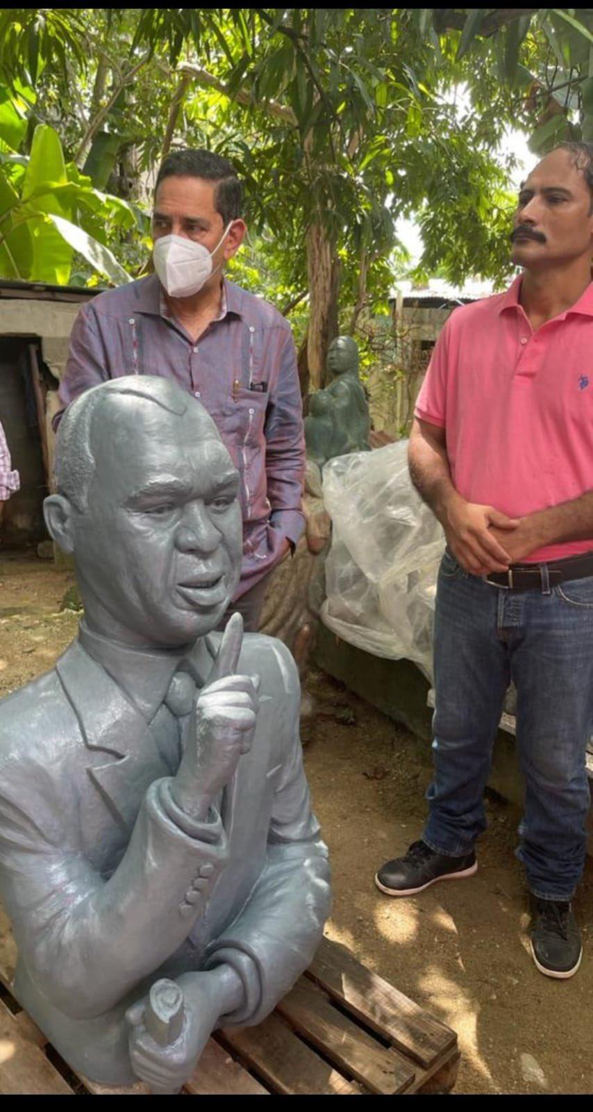 Revuelo en Twitter por busto de Peña Gómez que se parece a Euri Cabral