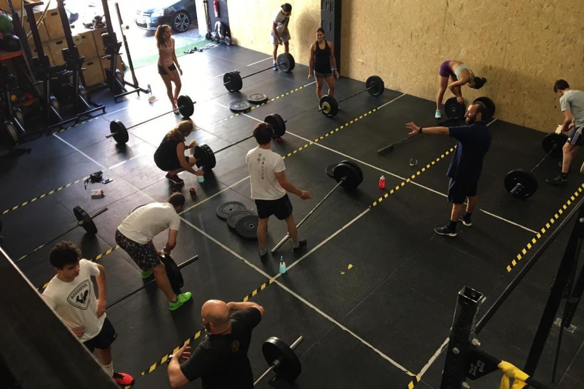 Els equips de la FAE  entrenen amb l'halterofília