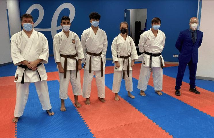 Nou nous cinturons negres al karate andorrà