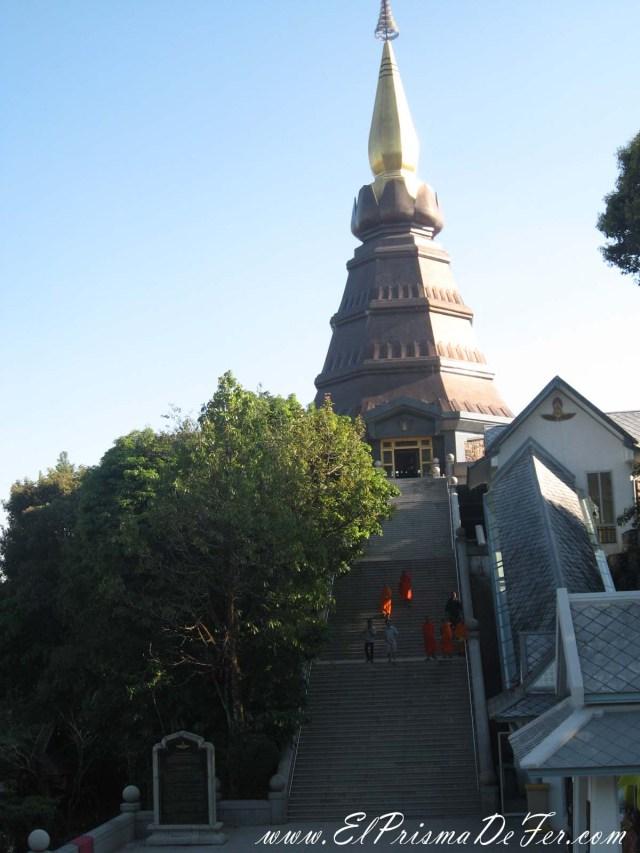 Monjes entrando a la Pagoda