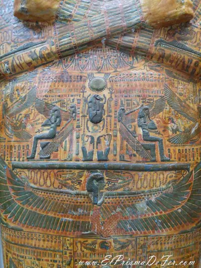 Los detalles de los sarcófagos