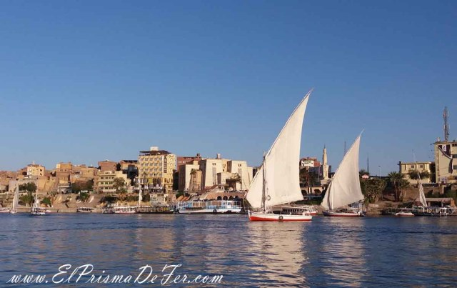 Cruzando el Río Nilo para llegar a la Isla Elefantina