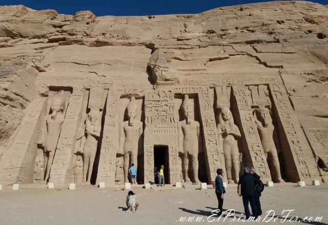 Entrada del Templo Nefertari en Abu Simbel