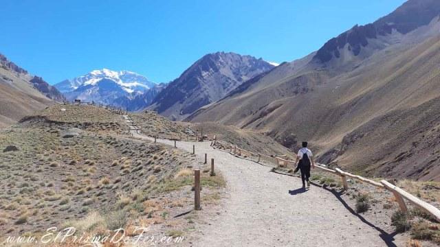 Sendero interpretativo en el Parque Aconcangua, provincia de Mendoza
