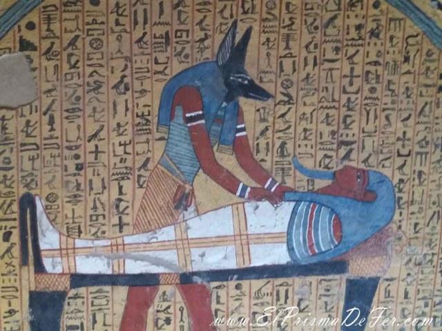 Anubis presente en las tumbas de Deir El Medina