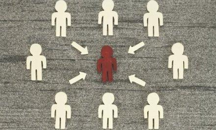 Ens influencia molt en les nostres accions el que els altres pensen o diuen?