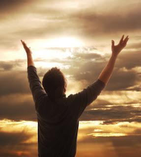 Manos levantadas, dar gracias a Dios, agradeciendo, agradecidos, bosquejo