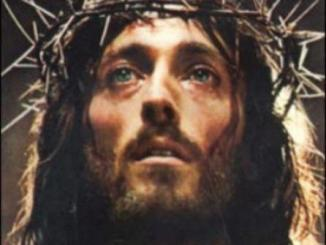 cuerpo de gloria de Cristo, crucificado, corona de espinas