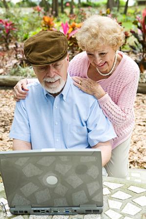 Ancianos, vejez, tercera edad, felices, computadora, ancianos